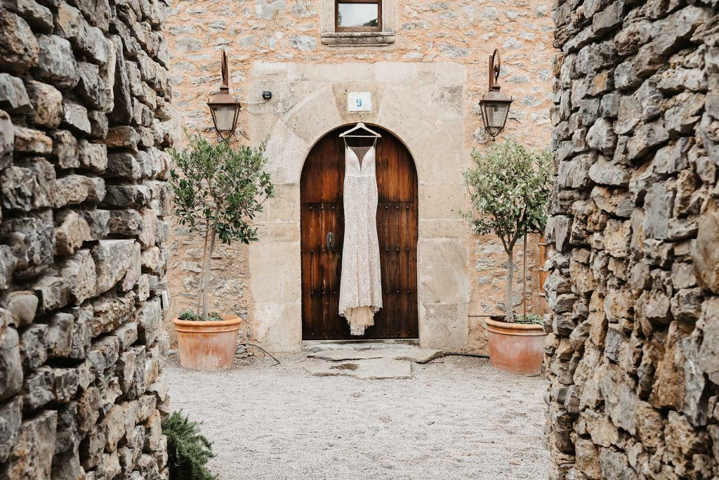 Mallorca Ses Set Cases Wedding Dress Entrance 1024x683 - Ihr Fotograf in der Schweiz | Your Photo Experience