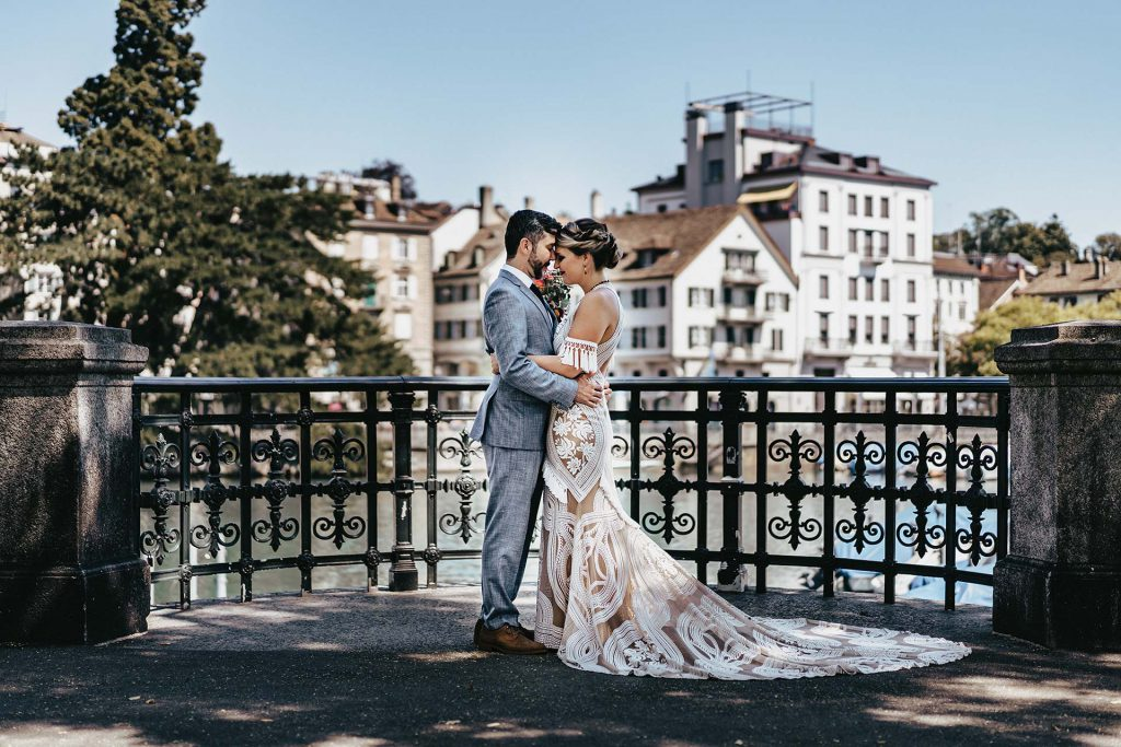 Zurich Wedding Couple Posing 1024x683 - Ihr Fotograf in der Schweiz | Your Photo Experience